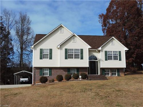 Photo of 556 Twin Valley Drive, Clemmons, NC 27012 (MLS # 957366)