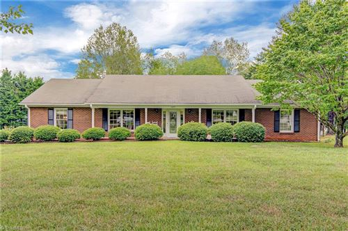 Photo of 6804 Whitby Court, Clemmons, NC 27012 (MLS # 987379)