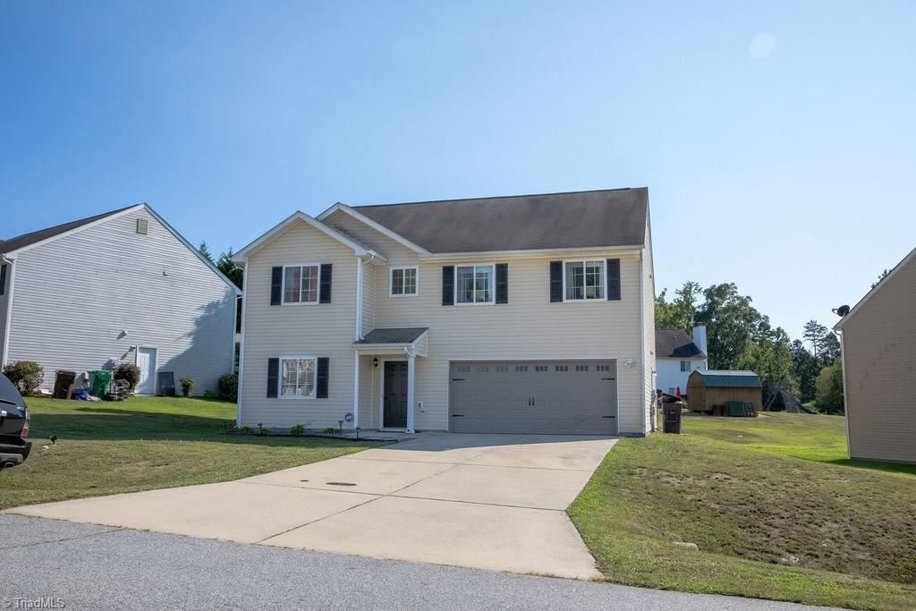 Photo of 1020 Cayley Court, High Point, NC 27260 (MLS # 994381)