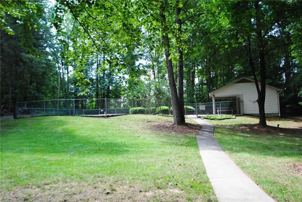 Photo of 905 Park Place Drive #B, Kernersville, NC 27284 (MLS # 989383)