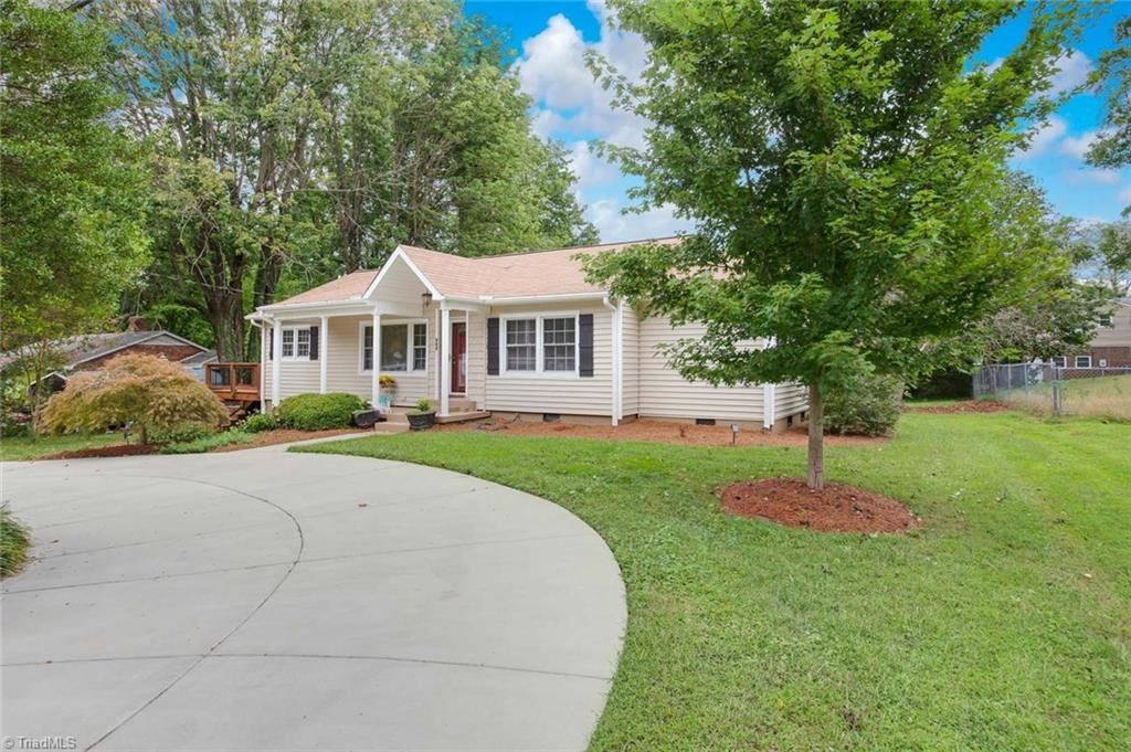 Photo of 502 Greenwood Drive, High Point, NC 27262 (MLS # 994389)