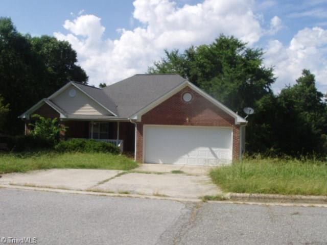 Photo of 2103 N Forest Edge Drive, Greensboro, NC 27406 (MLS # 989437)