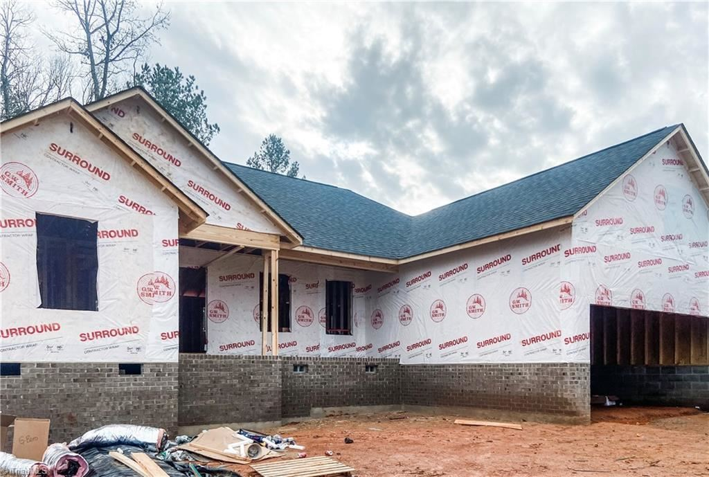 Photo of 2062 Waterford Pointe Road, Lexington, NC 27292 (MLS # 962467)