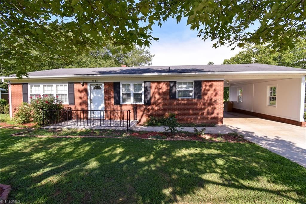 Photo of 1002 Meadowbrook Road, Asheboro, NC 27203 (MLS # 989490)