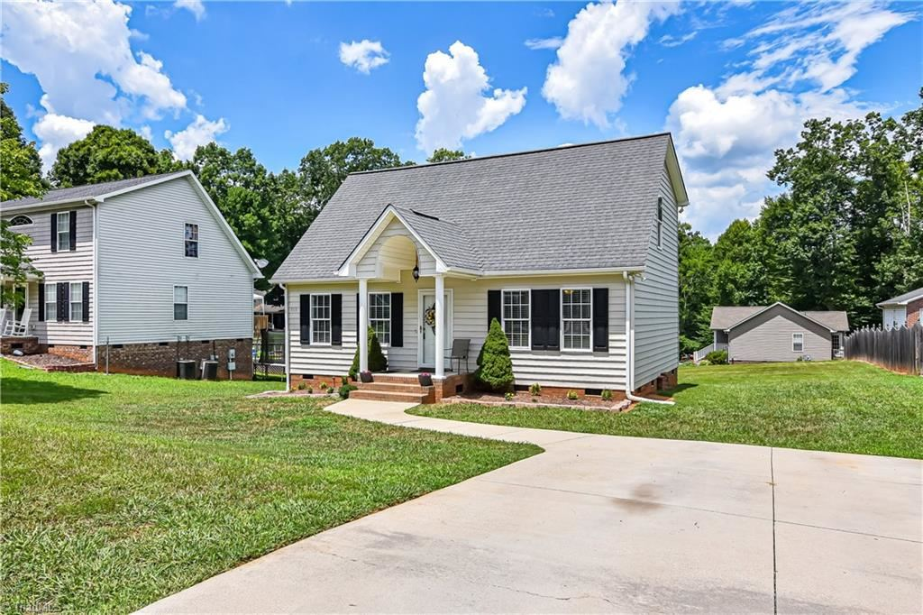 Photo of 513 Kelly Circle, Asheboro, NC 27203 (MLS # 987495)
