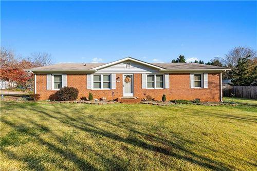 Photo of 1541 Pineland Drive, Kernersville, NC 27284 (MLS # 004512)