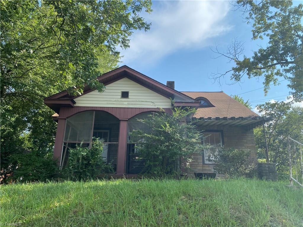 Photo of 2002 Mcconnell Road, Greensboro, NC 27401 (MLS # 989531)