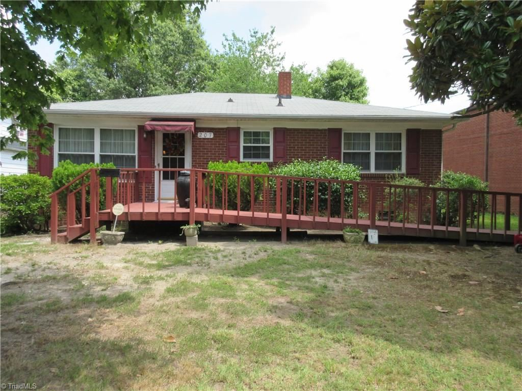 Photo of 207 Martin Luther King Drive, Thomasville, NC 27360 (MLS # 989568)