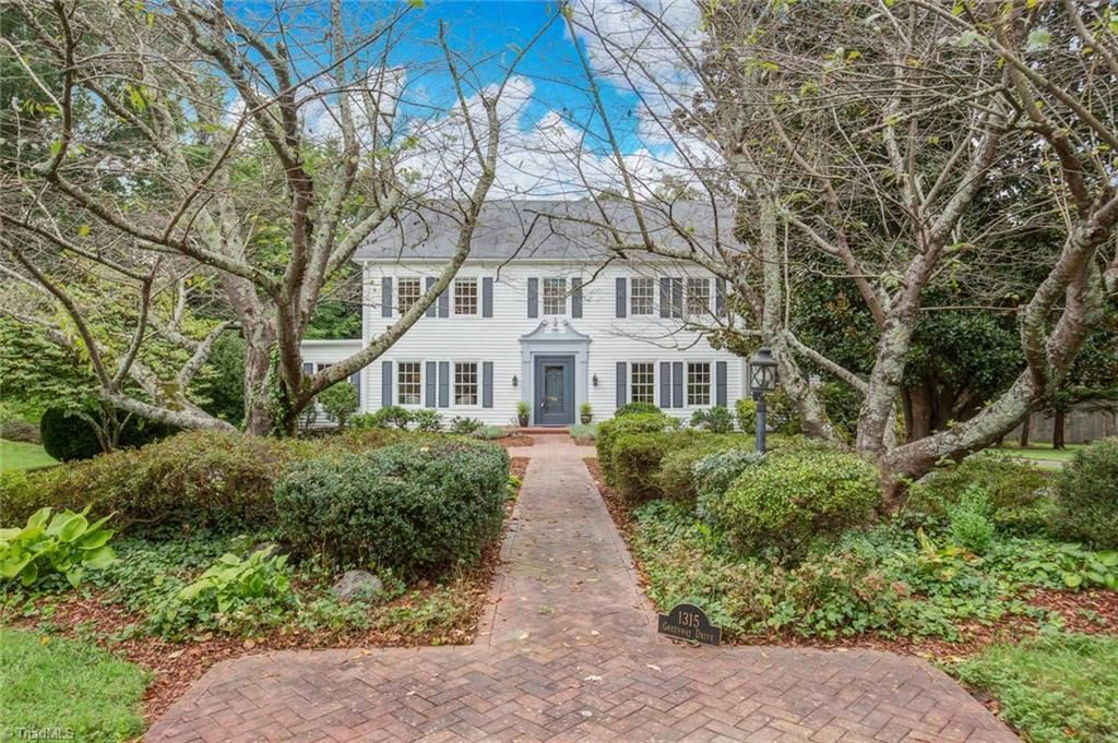 Photo of 1315 Greenway Drive, High Point, NC 27262 (MLS # 994603)