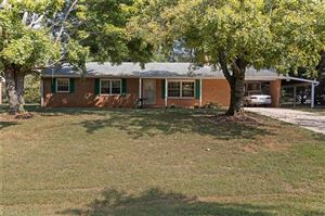 Photo of 3805 Littlebrook Drive, Clemmons, NC 27012 (MLS # 952608)