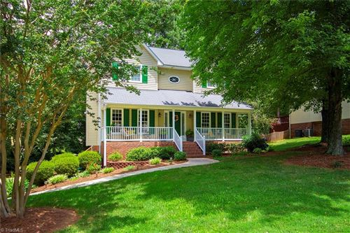 Photo of 165 Stonburg Road, Clemmons, NC 27012 (MLS # 984640)