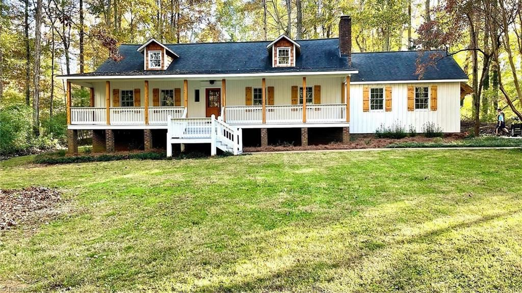 Photo of 401 Indian Wells Circle, Lexington, NC 27295 (MLS # 987644)