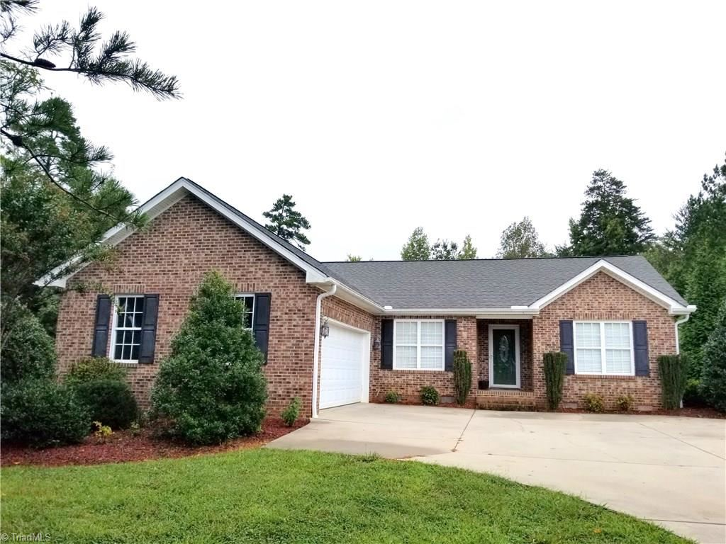 Photo of 340 Lacewood Court, Randleman, NC 27317 (MLS # 994674)