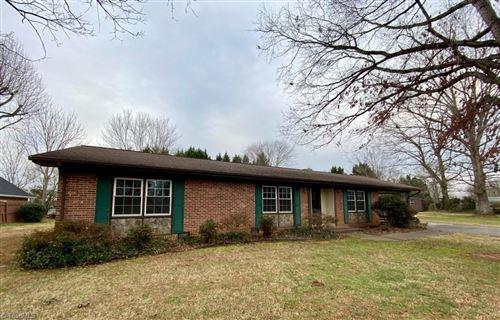 Photo of 149 Robinhood Road, North Wilkesboro, NC 28659 (MLS # 1008692)