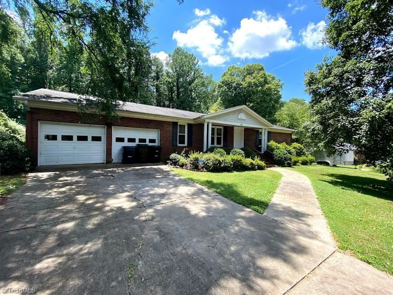 Photo of 303 Fairway Drive, Lexington, NC 27292 (MLS # 987750)