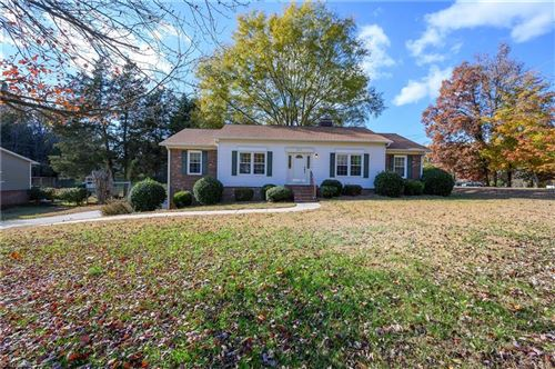 Photo of 3810 Willowood Drive, Clemmons, NC 27012 (MLS # 958751)