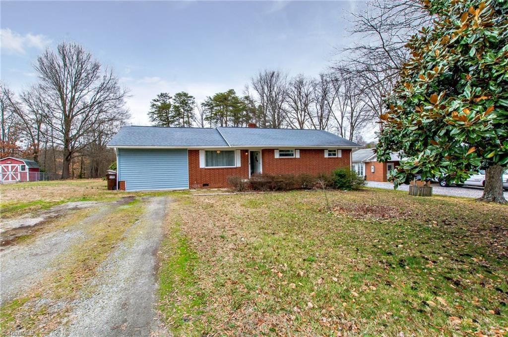 Photo of 219 E Peachtree Drive, High Point, NC 27265 (MLS # 961758)