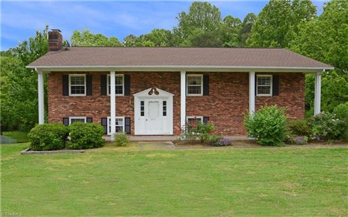 Photo of 3421 Fairpoint Drive, Clemmons, NC 27012 (MLS # 976792)