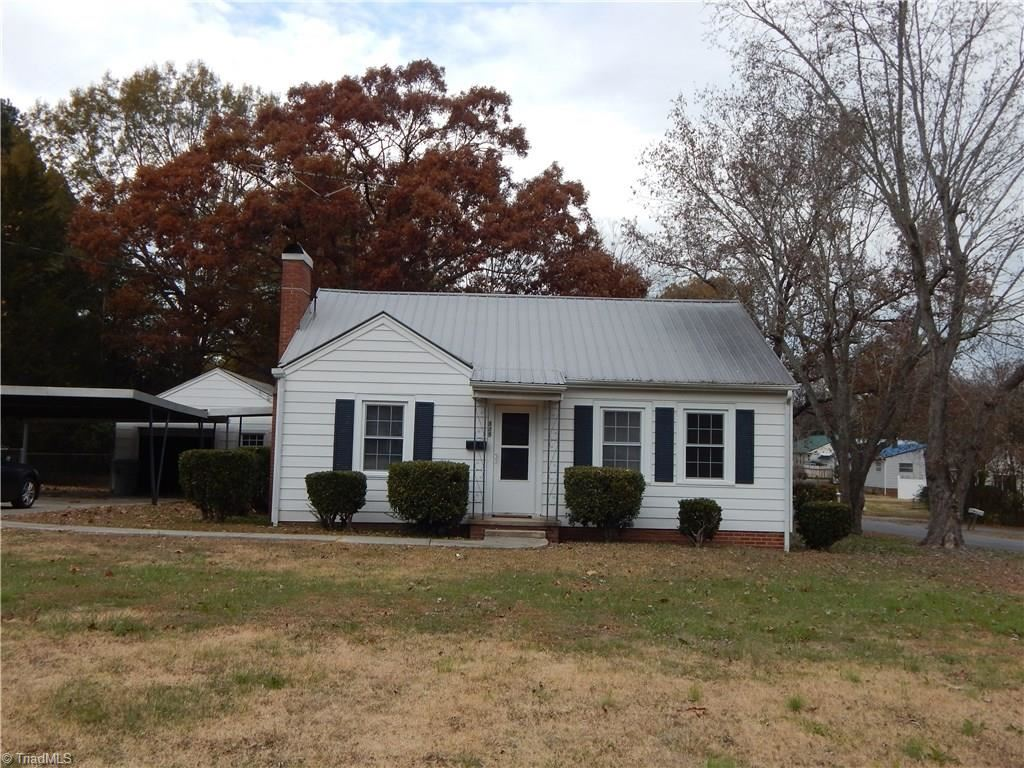 Photo of 325 Central Avenue, Asheboro, NC 27203 (MLS # 958796)