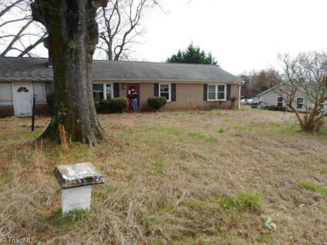 Photo of 212 Confederate Street, Lexington, NC 27295 (MLS # 977804)