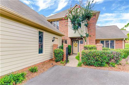 Photo of 560 Sherwood Hills Drive, Winston Salem, NC 27104 (MLS # 988814)