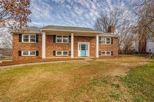 Photo of 3605 Darren Road, Clemmons, NC 27012 (MLS # 1012864)