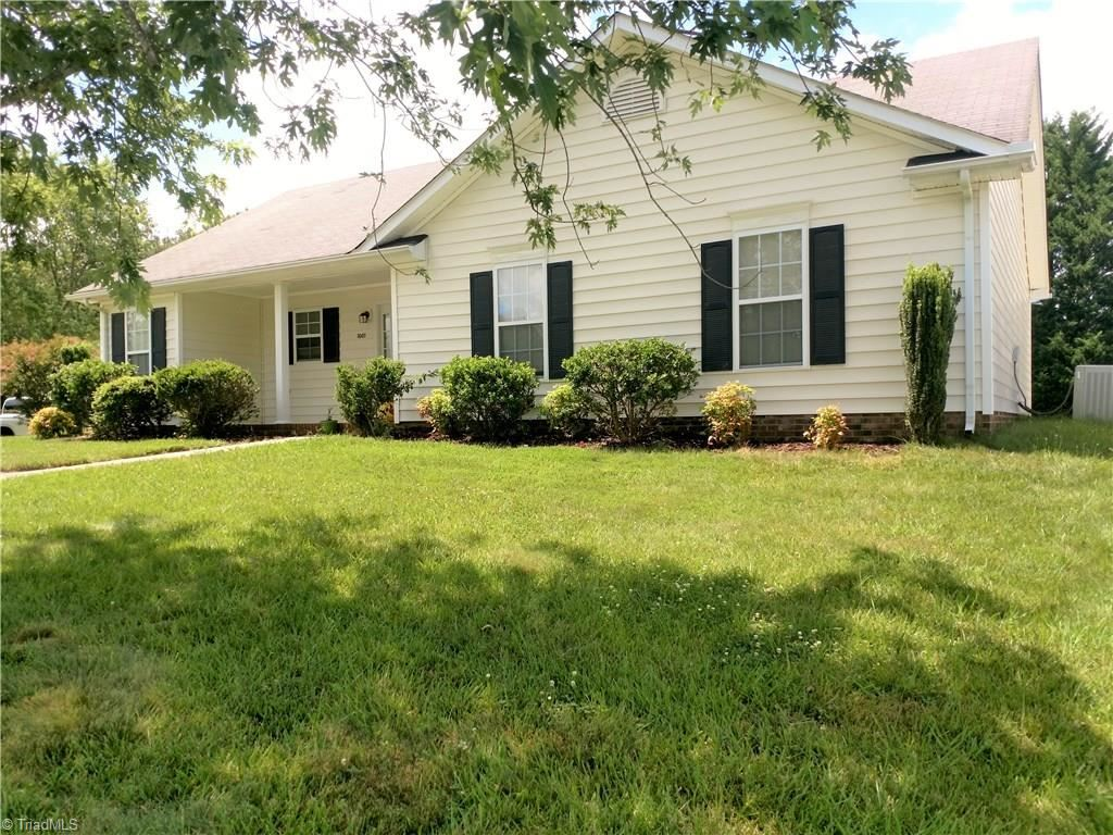 Photo of 1001 Basswood Avenue, High Point, NC 27262 (MLS # 984864)