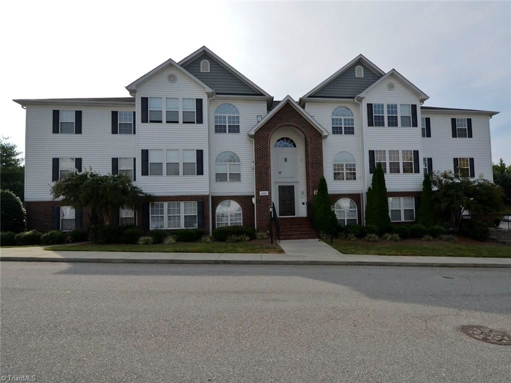 Photo of 4302 Timberbrooke Drive #2A, Greensboro, NC 27409 (MLS # 962876)