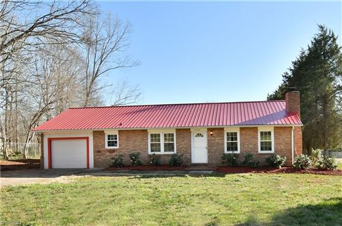 Photo of 5544 Marty Lane, Clemmons, NC 27012 (MLS # 967894)