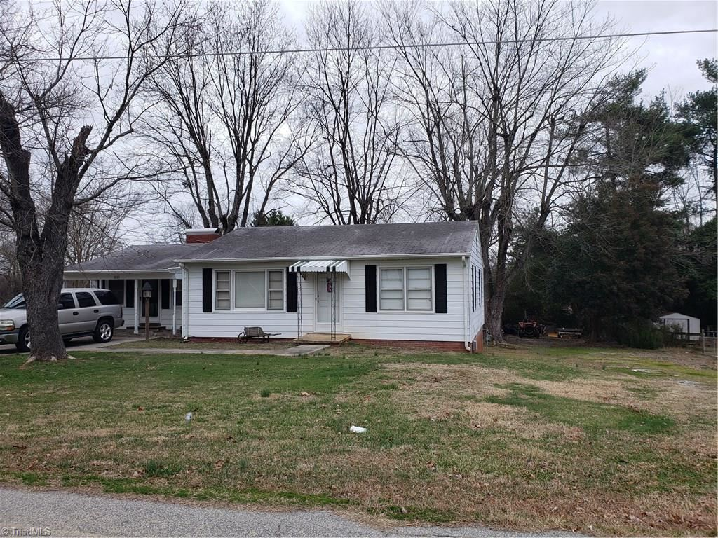 Photo of 1003 Breeze Hill Road, Asheboro, NC 27203 (MLS # 961934)