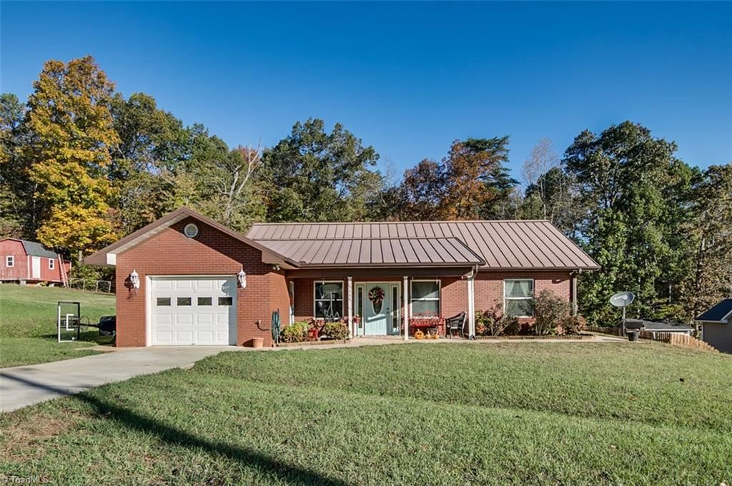 Photo of 741 Old Castle Drive, Randleman, NC 27317 (MLS # 956959)
