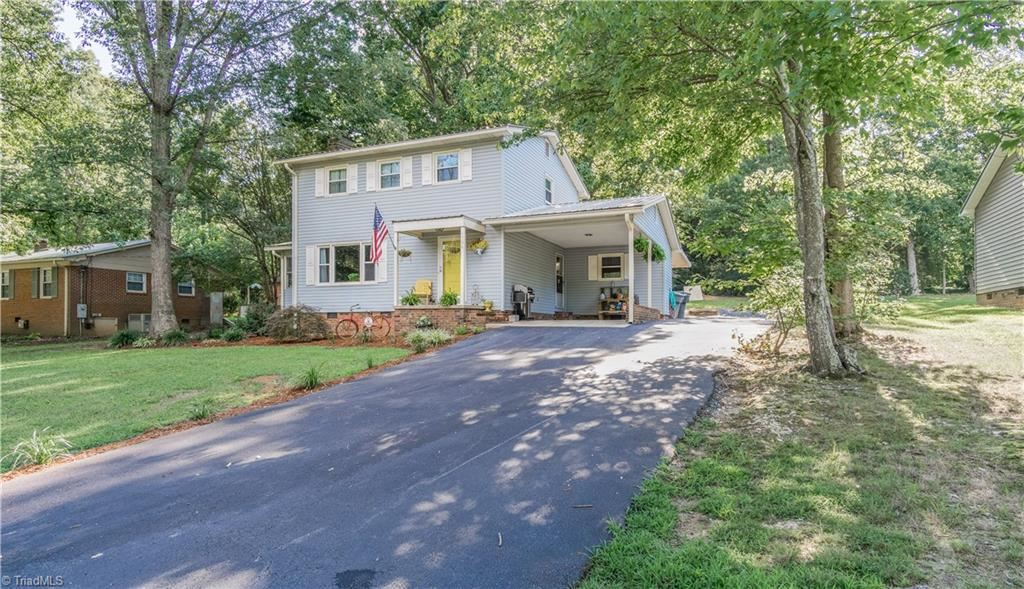 Photo of 1734 Sunny Lane, Asheboro, NC 27205 (MLS # 987961)