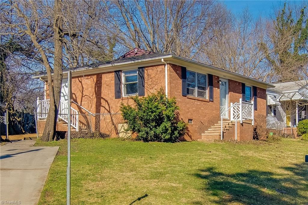 Photo of 1905 Bradford Street, Greensboro, NC 27405 (MLS # 962962)