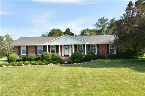 Photo of 6780 Forest Oak Drive, Clemmons, NC 27012 (MLS # 979964)