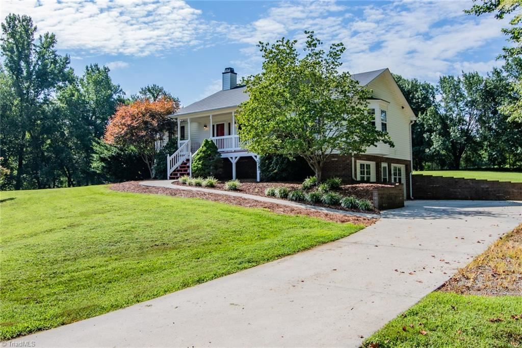 Photo of 222 Union Pointe Lane, Lexington, NC 27295 (MLS # 985966)