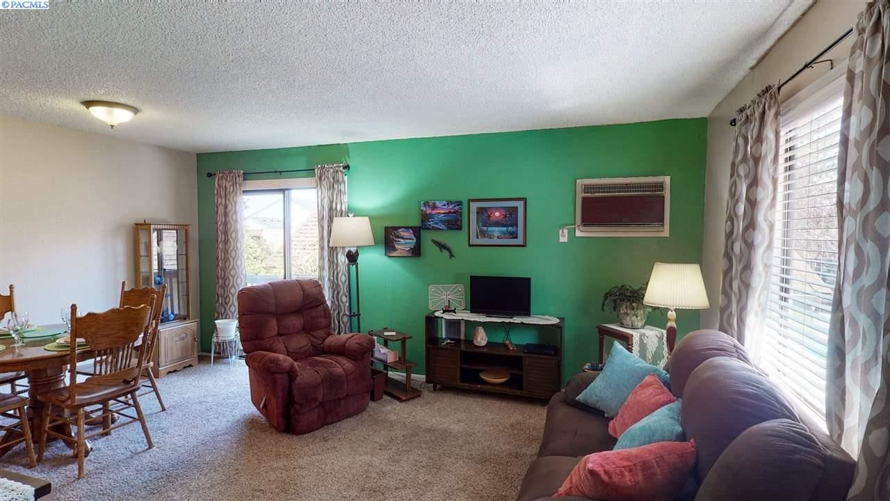 Photo of 600 SW Crestview #7, Pullman, WA 99163 (MLS # 248069)