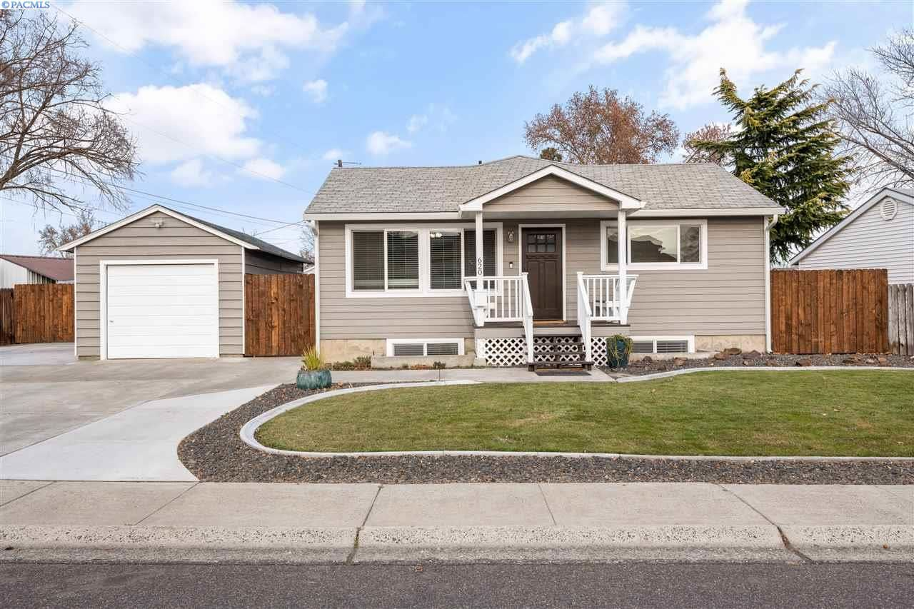 Photo of 620 Newcomer Street, Richland, WA 99354-2246 (MLS # 251072)