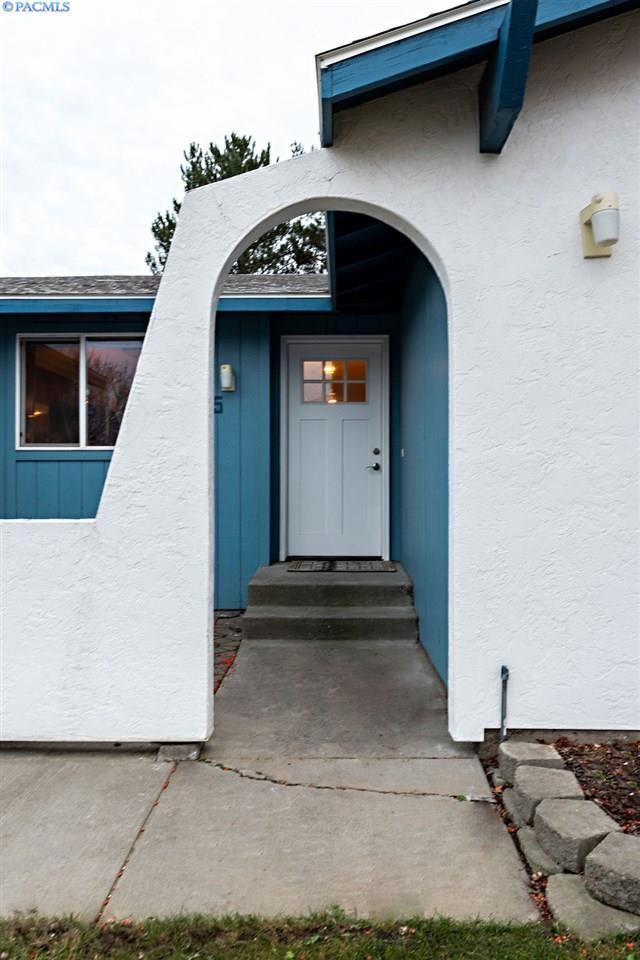Photo of 4825 Blue Heron Blvd, West Richland, WA 99353 (MLS # 251087)