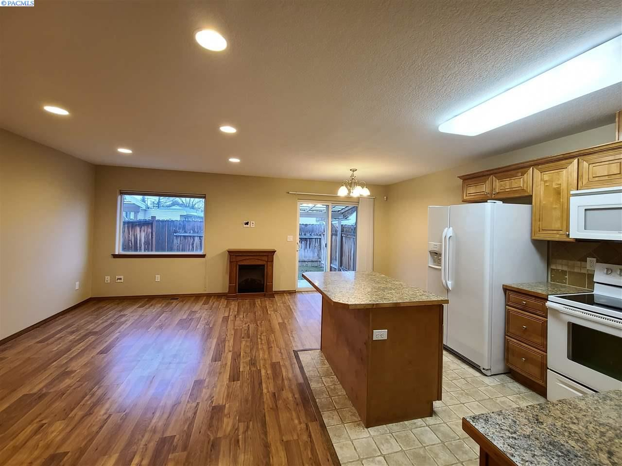 Photo of 100 S Dawes St, Unit D, Kennewick, WA 99336 (MLS # 251090)