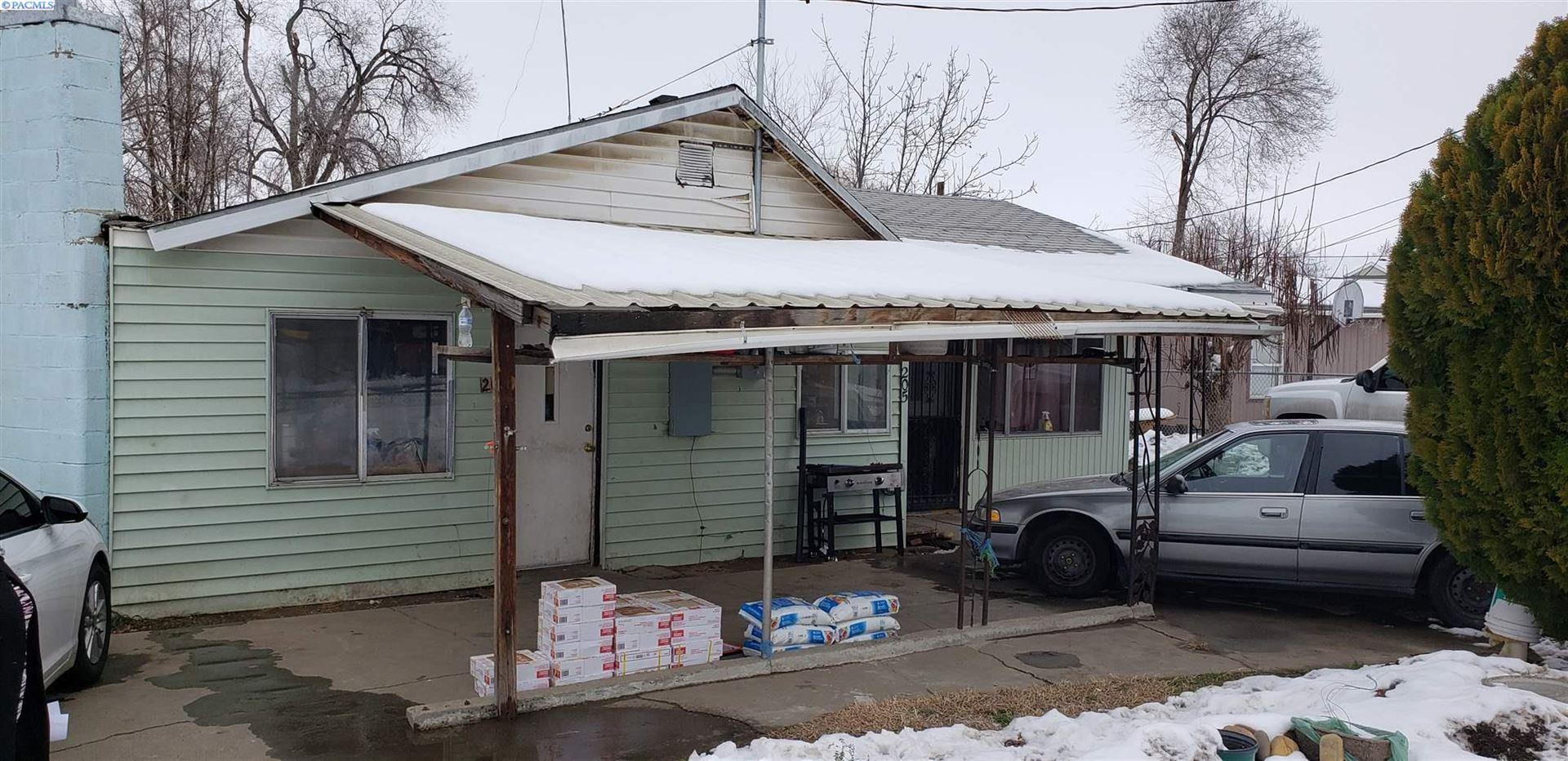Photo of 205 3rd Ave, Granger, WA 98932 (MLS # 252143)