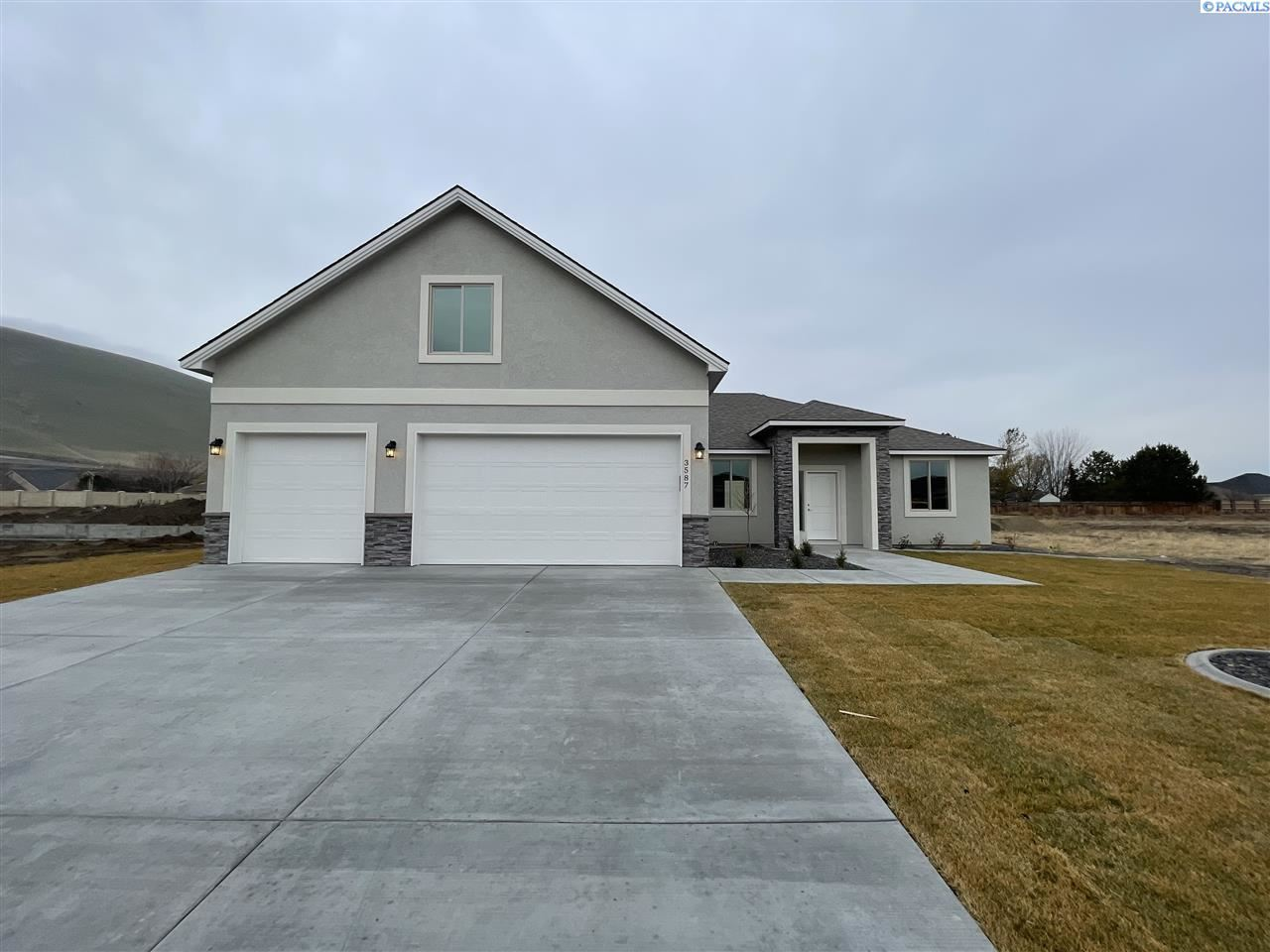Photo of 3587 Curtis Dr, West Richland, WA 99353 (MLS # 250242)