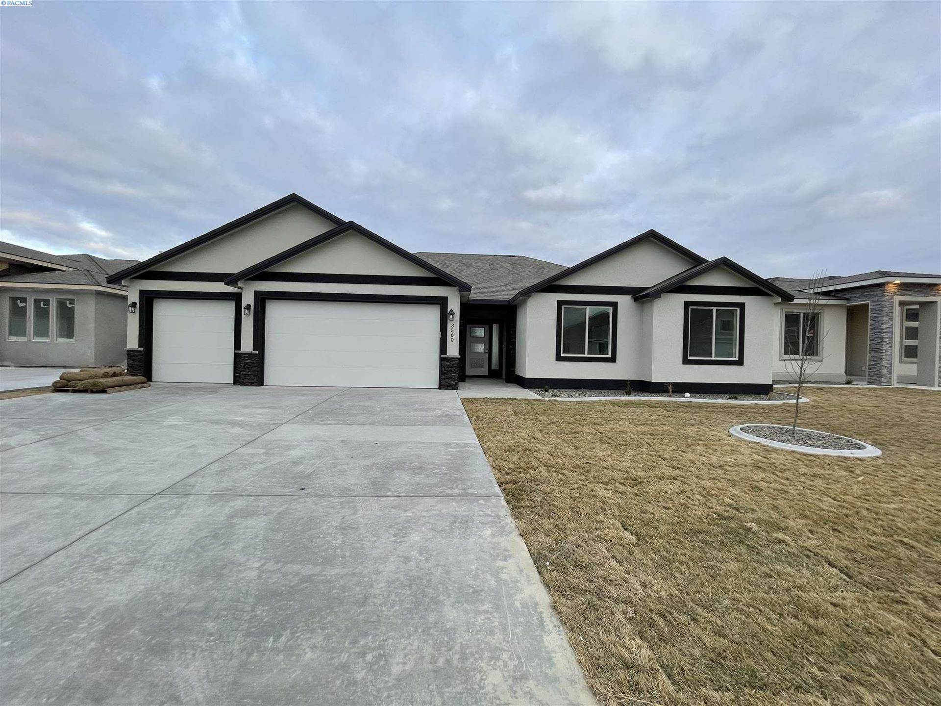 Photo of 3560 Curtis Dr, West Richland, WA 99353 (MLS # 250246)