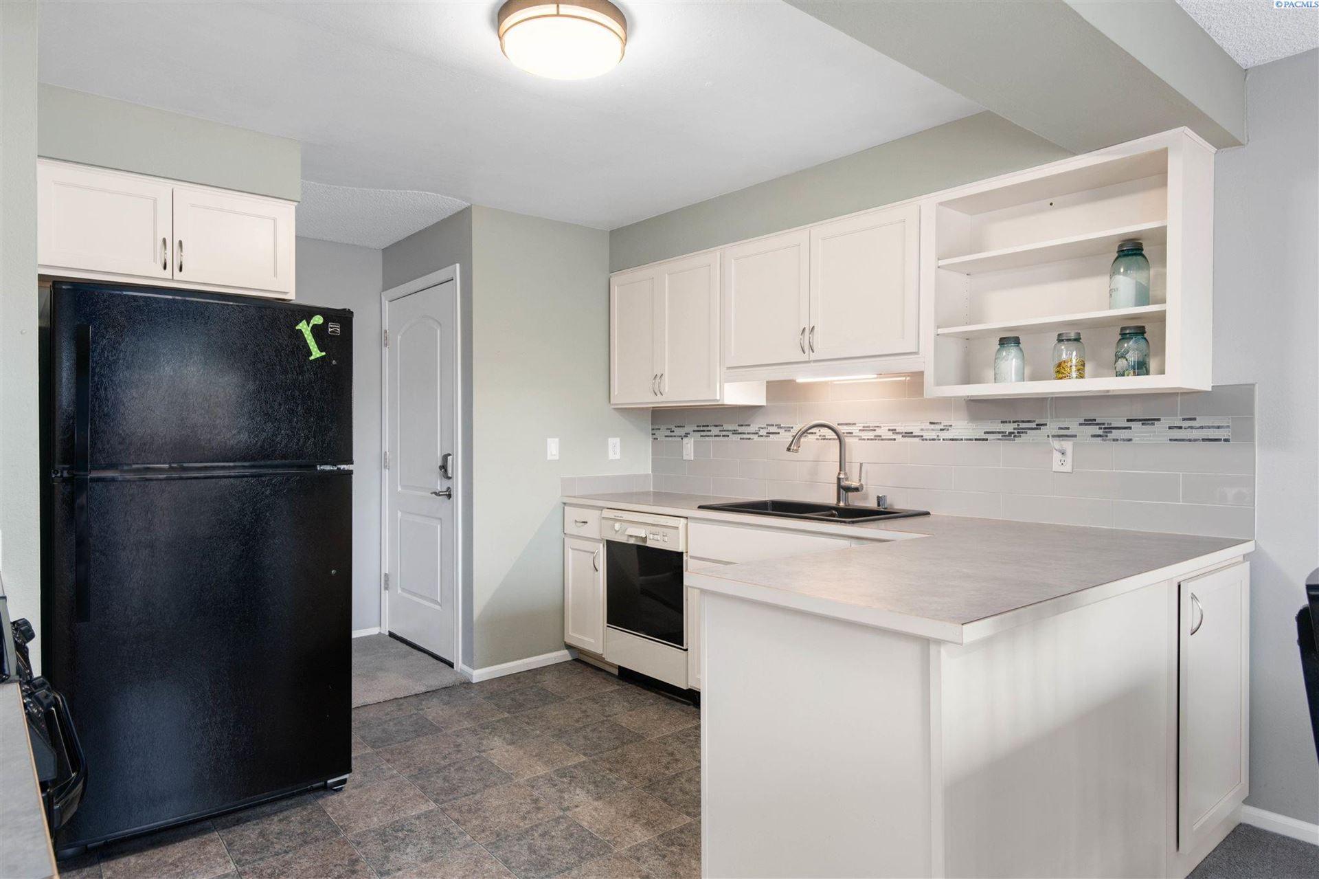 Photo of 3121 W Hood Avenue #B201, Kennewick, WA 99336 (MLS # 254341)