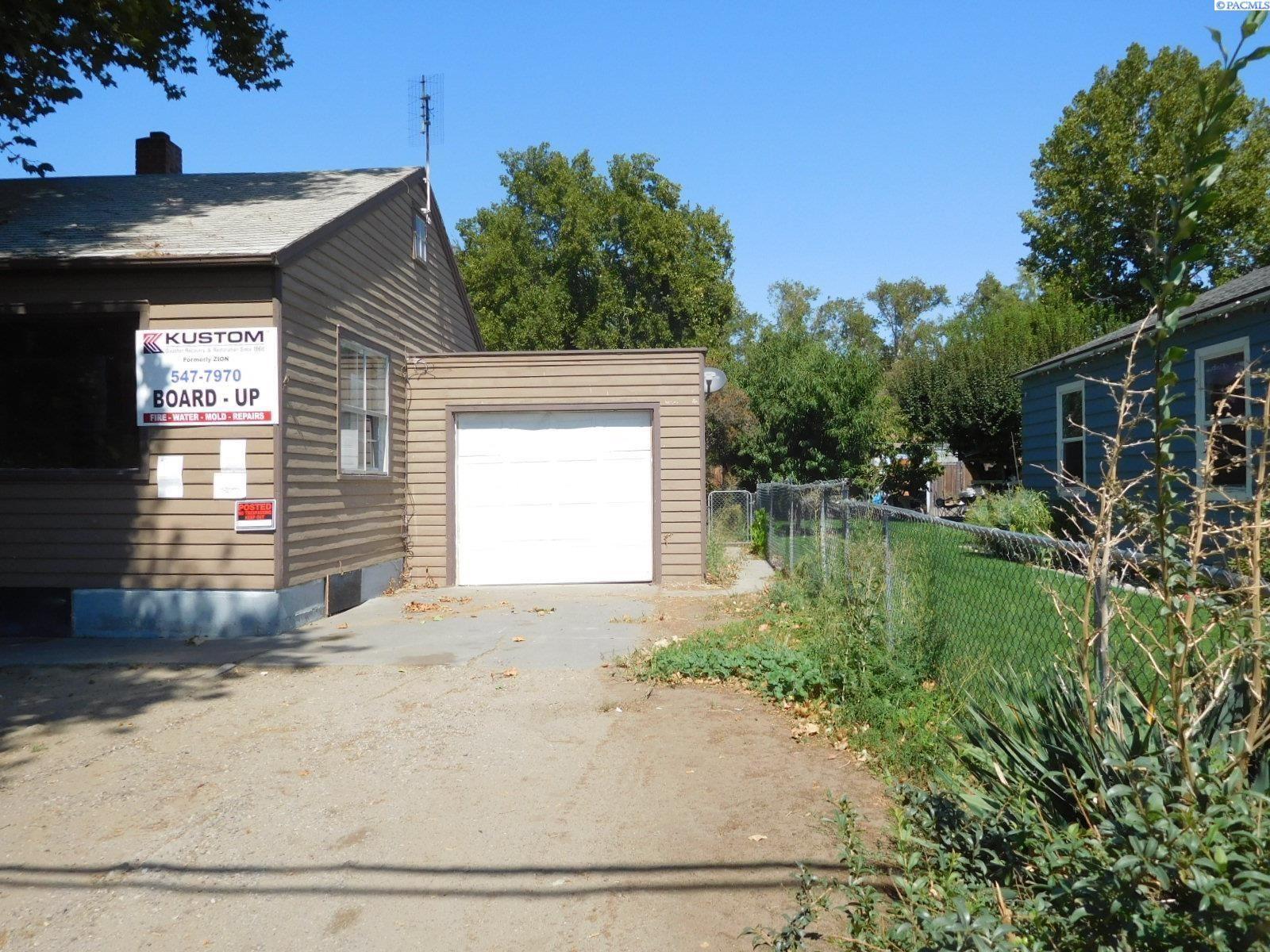 Photo of 1515 W Clark St, Pasco, WA 99301 (MLS # 256375)