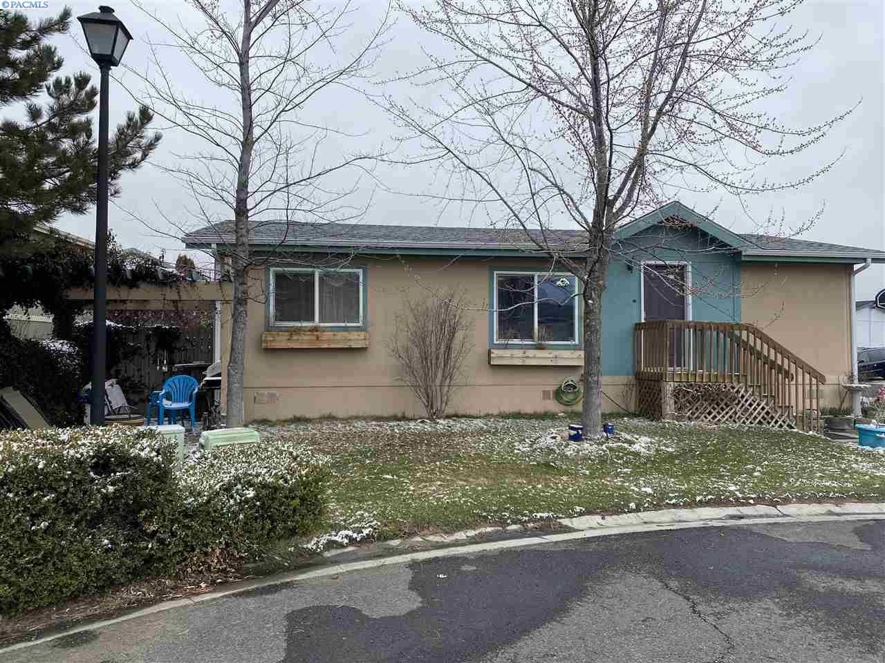 Photo of 255 NW Golden Hills #15, Pullman, WA 99163 (MLS # 244378)