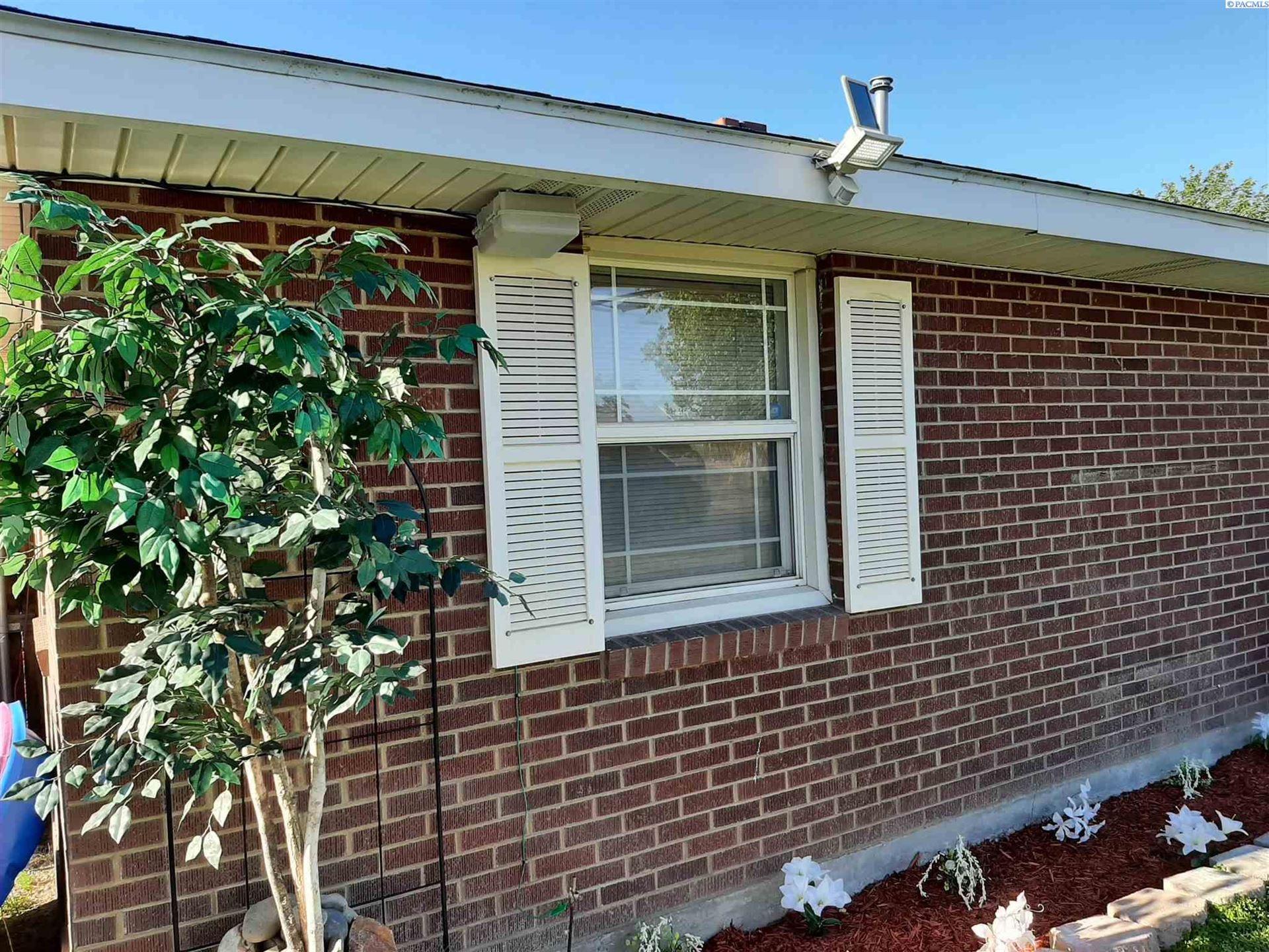 Photo of 501 N Hartford St, Kennewick, WA 99336 (MLS # 254414)