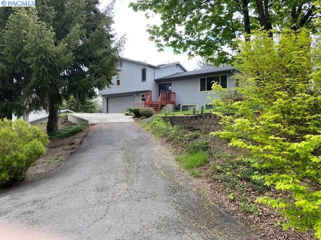 Photo of 940 SW Mies, Pullman, WA 99163 (MLS # 245468)