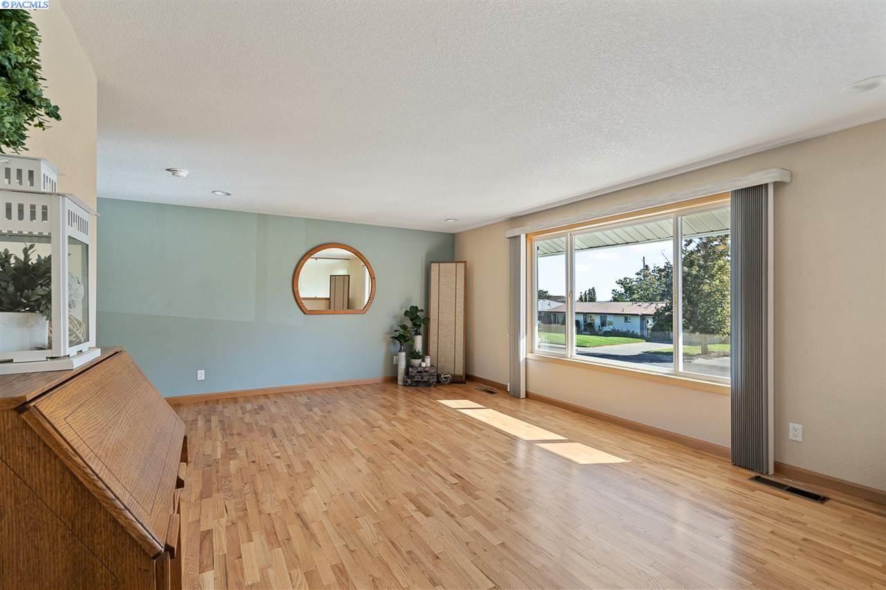 Photo of 1414 Arbor St., Richland, WA 99352 (MLS # 249478)