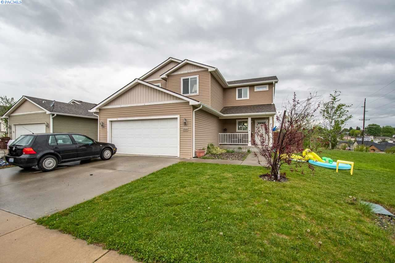 Photo of 1310 SW Lost Trail Drive, Pullman, WA 99163 (MLS # 245492)