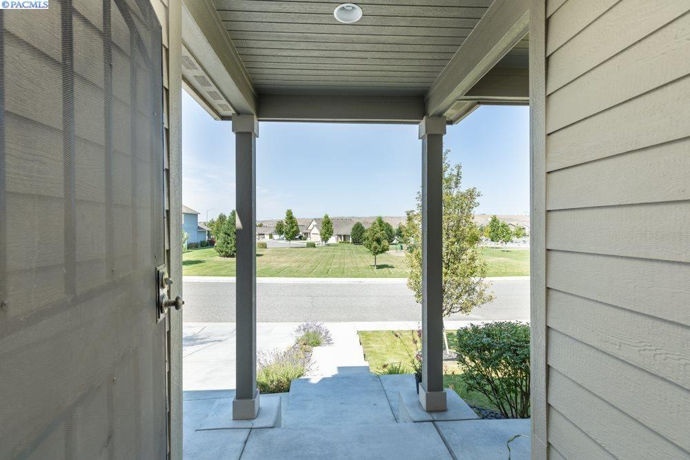 Photo of 1543 Purple Sage St, Richland, WA 99352 (MLS # 247504)